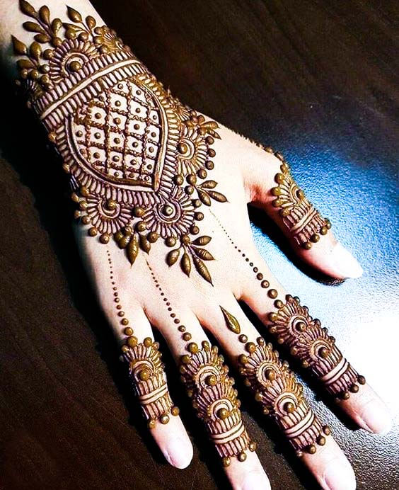 backhand simple mehndi design