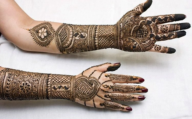 Rich filling simple mehndi