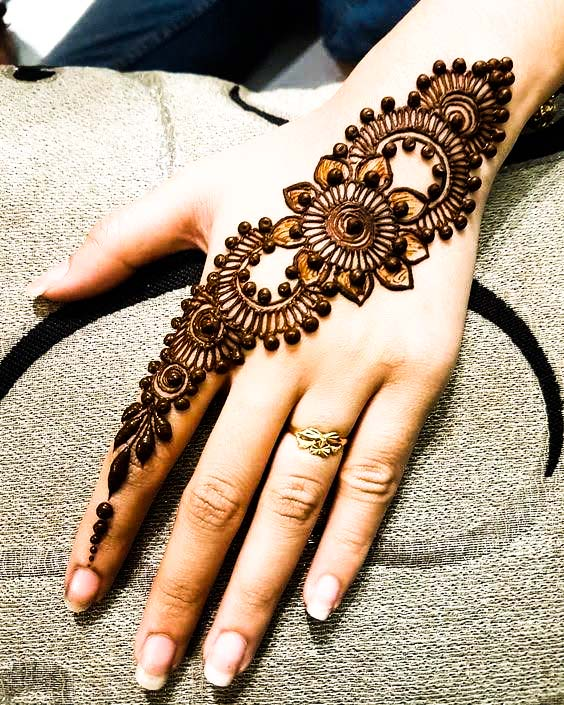 Top 50 Easy and Simple Mehndi designs for you with images ,